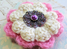 antique_style_flowerbrooch_purplecenter