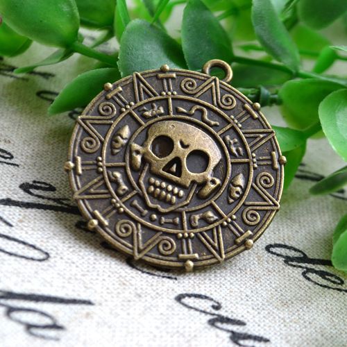 -font-b-Pirates-b-font-Of-The-Caribbean-Aztec-Coin-Necklace-Skull-Necklace-Vintage-Pendants