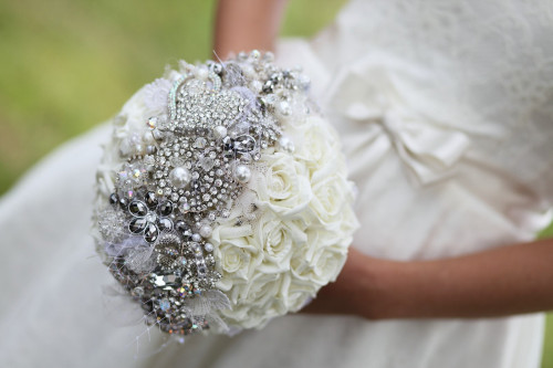 brooch-bridal-bouquet-with-tulle-pearls